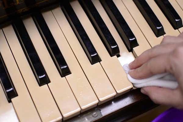 آموزش تمیز کردن کلاویه های پیانو